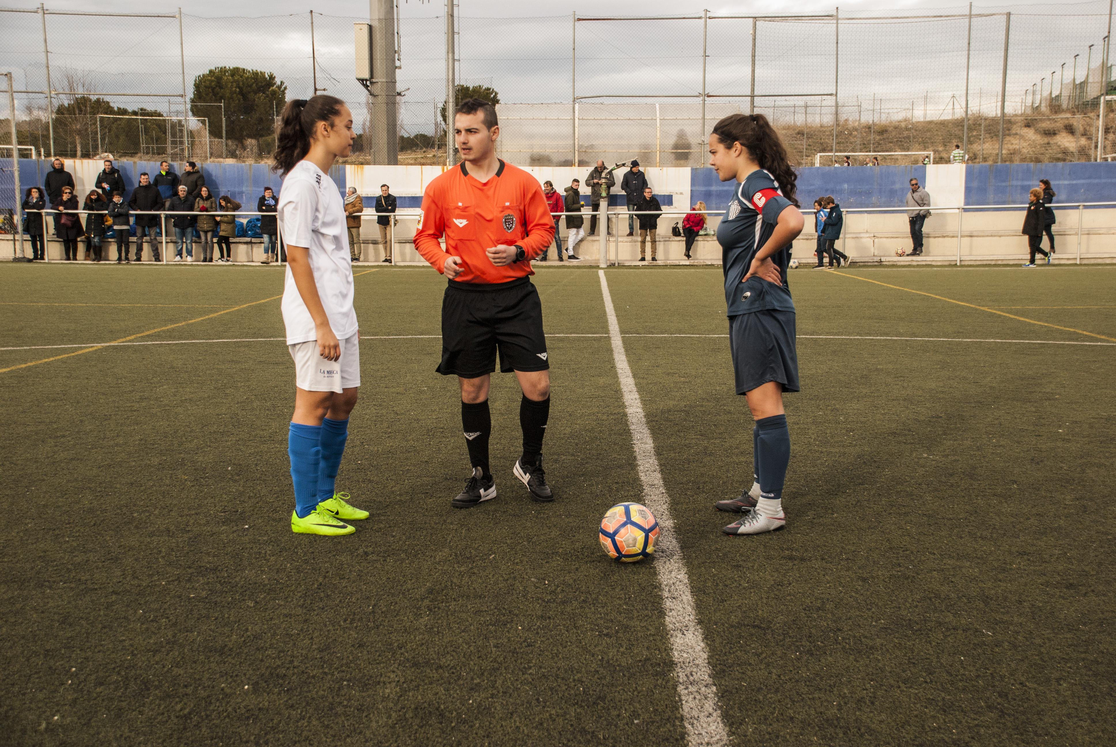 e0e26418bae3c Apenas 5 minutos antes del final de la primera parte el juvenil femenino  sufre 2 goles en contra